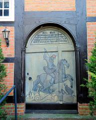 Eingang der Kapelle St. Jürgen Kapelle in Itzehoe - Sankt Jürgen ist die niederdeutsche Bezeichnung für den Heiligen St. Georg, der den Drachen besiegte. Die Kapelle wurde in der jetztigen Ausstattung 1661 errichtet.