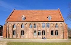 Restauriertes Kornhaus - Zisterzienser Kloster Bad Doberan, erbaut um 1300 - gotischer Baustil, Backsteinarchitektur.