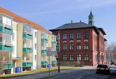 Fritz-Reuter-Schule / Rote Schule in der Hansestadt Demmin - moderne Neubauten, restauriert - Alt + Neu.