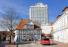 Haus der Heimat, Itzehoe - Hinter dem Klosterhof, Sandkule / Hochhaus; moderne + historische Architektur, alt + neu.