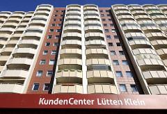 Hausfassade - Wohnhäuser, Hochhäuser Hansestadt Rostock / Lichtenhagen - Schild Kundencenter Lütten Klein.