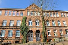 Schulgebäude Klosterhof-Schule in Itzehoe - Backsteingebäude.