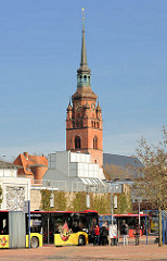 Busbahnhof Theodor Heuss Platz Itzehoe - Kirchturm der Stadtkirche St. Laurentii.