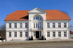 Prinzenpalais - Bad Doberan, erbaut 1821 - Architekt C. Th. Serverin. Architektur des Klassizismus in Mecklenburg-Vorpommern.