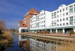 Hanseviertel im Hafen von Demmin - Neubauten und historischer Speicher von 1925 - Backsteingebäude, Neu + Alt.