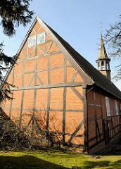 Kulturdenkmal Kapelle St. Jürgen Kapelle in Itzehoe - Sankt Jürgen ist die niederdeutsche Bezeichnung für den Heiligen St. Georg, der den Drachen besiegte. Die Kapelle wurde in der jetztigen Ausstattung 1661 errichtet.