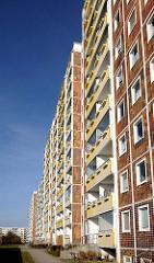 Fassade Sonnenblumenhaus - Rostock Lichtenhagen; Wohnsiedlung - Hochhausfassade.