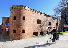 Festungsgebäude / Rankenkronwerk in Stralsund; erbaut 1840 - Caponiere / Geschützzingel mit 2 halbrund hervortretenden Türmen.