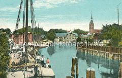 Historische, alte Hafenansicht von Itzehoe an der Stör - re. die St. Laurenti-Kirche.