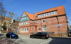 Historische Architektur in Itzehoe, Denkmalschutz - Doppelgiebelhaus.