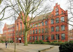 Bismarkschule in Elmshorn, erbaut 1897 - neugotischer Baustil, Backsteinarchitektur.