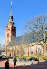 Stadtkirche St. Laurentii in Itzehoe, errichtet 1778, Baustil Barock / Backsteinsaalbau - Kirchturm 1896 erbaut.