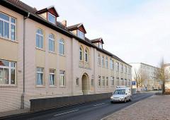 Backsteinfassade, gelbe Ziegel; Grundschule Heinrich Zille in der Hansestadt Demmin.