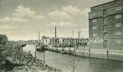 Historisches Motiv - Hafen Uetersen an der Pinnau; Schiff, Frachter am Hafenkai - Industriearchitektur.