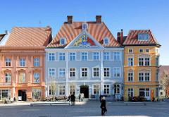 Ostseite vom Alten Markt der Hansestadt Stralsund - in der Bildmitte das Commandantenhus; 1751 als Sitz des schwedischen Garnisationskommandanten errichtet.