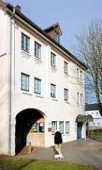 Torhaus an der Krückau in Elmshorn - erbaut 1918; Kontorhaus einer Lederfabrik