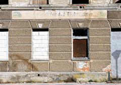 Leerstehendes Gebäude, vermauerte Fenster - Bilder aus der Hansestadt Demmin.