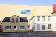 Industriehalle der Kölln-Werke in Elmshorn - schlichte Wohnhäuser / Einzelhäuser.
