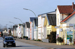 Einzelhäuser mit bunter, farbiger Fassade; Wohnhäuser in der Köllner Chaussee, Elmshorn.