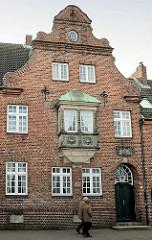 Wohnhaus -  Backsteinarchitektur im Architekturstil Lübecker Barock, erbaut 1925.