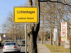 Ortsschild Lichtenhagen Landkreis Rostock; Schild Blumen.