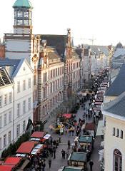 Weihnachtsmarkt in der Mecklenburgstrasse in Schwerin.