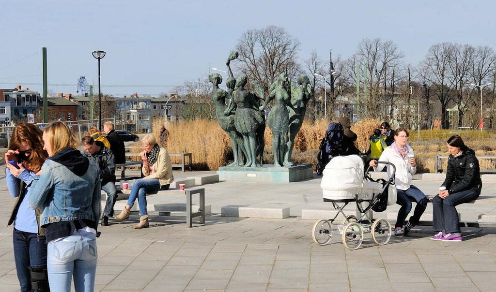 """Hansestädte: Foto """"Springbrunnen am Abend auf dem"""