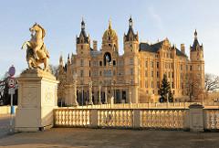 Schweriner Schloss - Baustil Romantischer Historismus / Architekten  Georg Adolf Demmler, Gottfried Semper, Friedrich August Stüler und Ernst Friedrich Zwirner - Bauzeit 1845 - 1875.