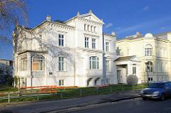 Historische Wohnhäuser, klassizistischer Baustil - Architketur in der Landeshauptstadt Schwerin.