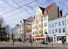 Wohnhäuser, Geschäftshäuser / Geschäfte an der Wismarschen Strasse, Rostock.