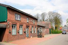 Ziegelgebäude Alte Schmiede in der Dorfstrasse, Seester.