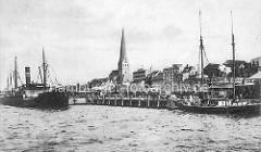 Historischer Hafen Rostock - Frachtschiff und Segelschiff, Hafenanlage mit Hafenbahn - Kirchturm der Petri Kirche.