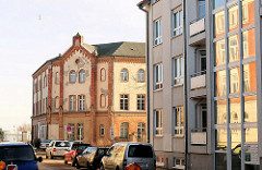 Historische Architektur in Schwerin - Backsteinarchitektur, Polizeikaserne - Denkmalschutz; Wohnungsneubau / alt + neu.