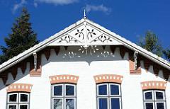 Holzgiebel - Giebelschnitzerei, Wohnhaus in Rendsburg.
