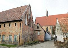 Kloster zum Heiligen Kreuz, Rostock - gegründet im 13. Jahrhundert von Zisterzienserinnen.