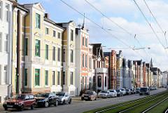 Restaurierte Gründerzeitgebäude in Schwerin - farbige Fassaden; Wohnhäuser in der Lübecker Strasse.