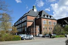 Historische Schularchitektur - Backsteinarchitektur mit Dachturm - Berufsbildungszentrum Rendsburg, Berufsschule.