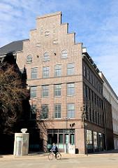 Backsteinarchitektur in Rostock; Verwaltungsbau in der Steinstrasse;