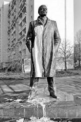 Lenin Statue, Stadtteil Mueßer Holz - Schwerin; Bronzestatue zur 825 Jahrfeier Schwerins 1985 enthüllt - Bildhauer Jaak Soans.