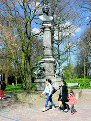 Lornsen Denkmal in Rendsburg; errichtet 1878 am Stadtsee.