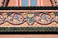 Fassadenschmuck / Bauschmuck - Ständehaus, Oberlandesgericht Hansestadt Rostock.
