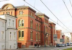 Backsteingebäude / Backsteinarchitketur in der Lübecker Strasse von Schwerin - Sitz der  Landesversicherungsanstalt Mecklenburg Vorpommern.