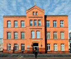 Ehemalige Vorstädtische Knabenschule, Baujahr 1887 /  Backsteinarchitektur..