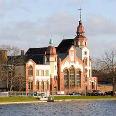 Architektur in Schwerin - Baustil Historismus / Backsteinputzbau - Städtisches Elektrizitätswerk, erbaut 1904.
