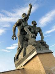 Denkmal / Gedenkstätte für die revolutionären Matrosen; Hansestadt Rostock; eingeweiht 1970, Künstler Reinhard Dietrich, Wolfgang Eckardt.