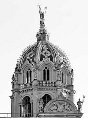 Kuppel Schweriner Schloss - Baustil Romantischer Historismus / Architekten  Georg Adolf Demmler, Gottfried Semper, Friedrich August Stüler und Ernst Friedrich Zwirner - Bauzeit 1845 - 1875.