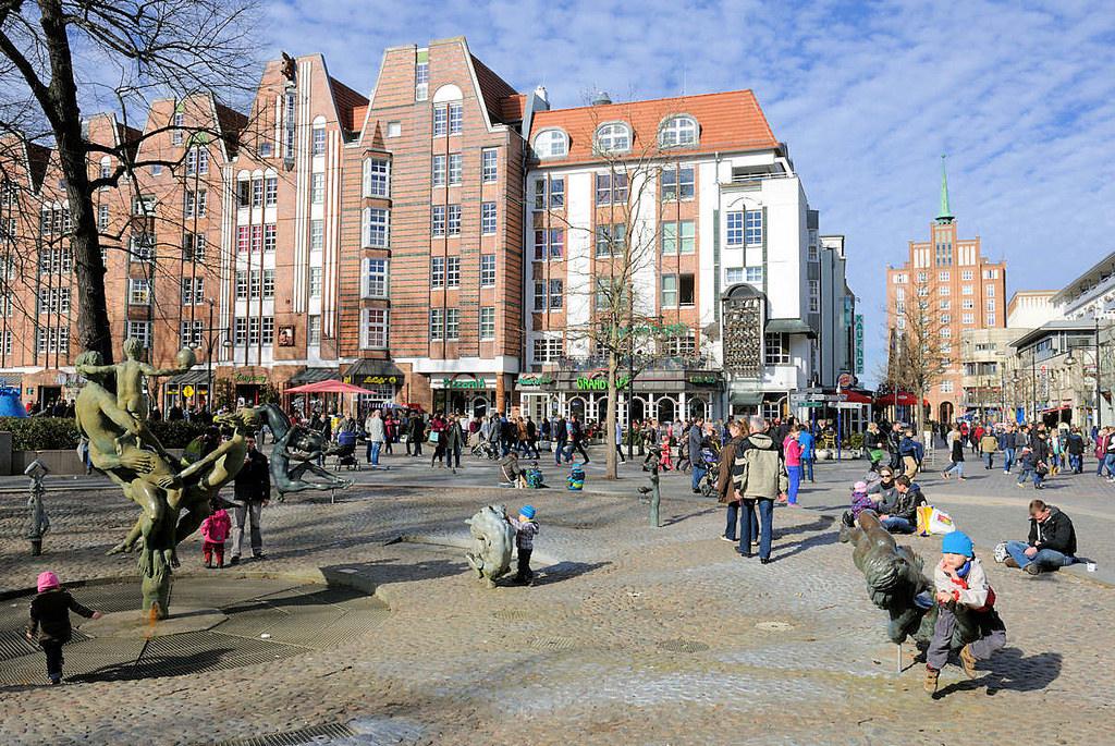"""Hansestädte: Foto """"Innenhof - Brunnen Gebäude"""