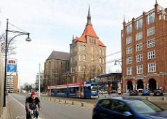 Lange Strasse, Hansestadt Rostock - Strassenverkehr / Marienkirche.