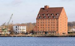 Ehem. Speichergebäude am Ziegelsee in Schwerin - restauriert und zum Hotel umgebaut.