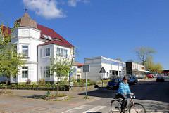 Restaurierte Gründerzeitvilla mit Erkerturm / Kupferdach - moderne Profanbauten in Rendsburg / alt + neu.